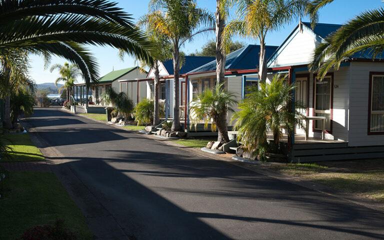 Coachhouse Marina Resort - Tour Australia In Style - Australia Travel