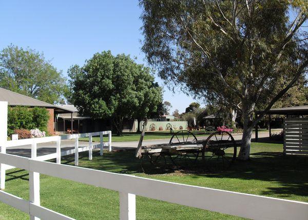 Golfers Resort Yarrawonga - Tour Australia In Style - Australia Travel